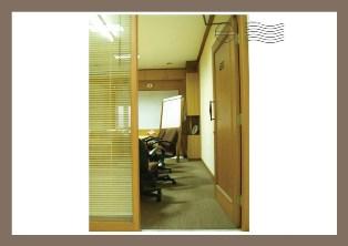 lembaga-psikologi-terapan-ui-ruang-rapat.jpg